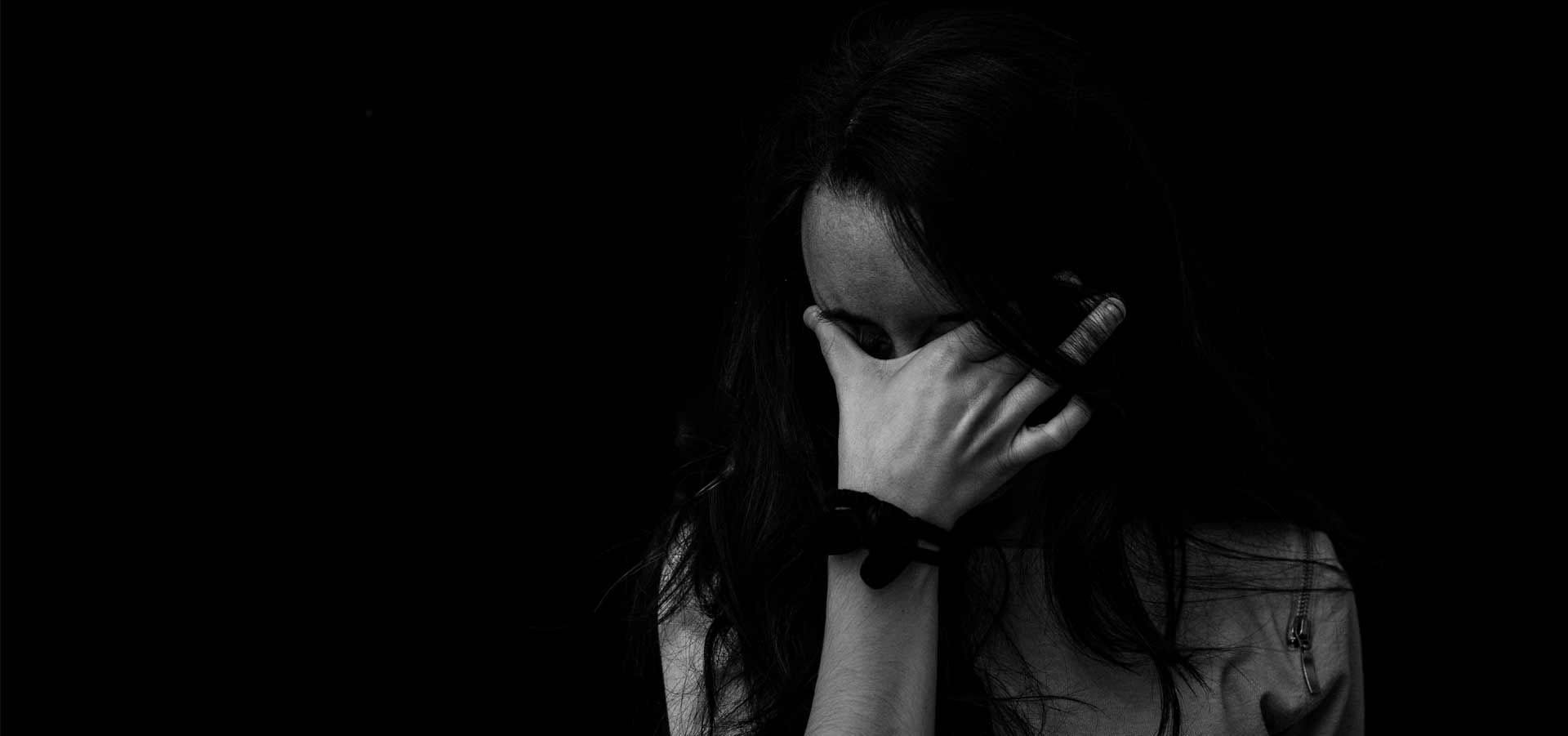 ¿Qué es la ansiedad social y por qué se produce?